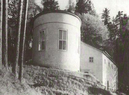 the construction on the kehlsteinhaus by martin bormann Kehlsteinhaus (eagle's nest the eagle's nest was designed as a birthday present for adolf hitler's 50th birthday by martin bormann fireplace kehlsteinhaus.