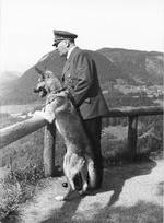 berghof-hitler-blondi-view-hoffmann