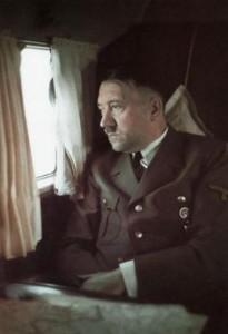 Hitler im Flugzeug, 1042/43
