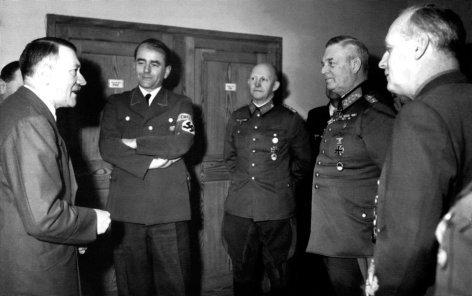 """""""Naziverbrechern auf der Spur"""", """"Albert Speer."""" Albert Speer gehörte zu den führenden Architekten des Dritten Reiches. Das grausamste Kriegsverbrechen von Albert Speer war die Ausbeutung seiner sklavenähnlich gehaltenen Zwangsarbeiter, die in seinen Fabriken zu Millionen ums Leben kamen. Nach Kriegsende zeigte sich Speer bei US-Befragungen äußerst kooperativ. Er entging später bei den Nürnberger Prozessen der Todesstrafe und wurde zu 20 Jahren Gefängnis verurteilt.Im Bild (v.li.): Adolf Hitler, Albert Speer. SENDUNG: ORF3 - SA - 15.03.2014 - 21:05 UHR. - Veroeffentlichung fuer Pressezwecke honorarfrei ausschliesslich im Zusammenhang mit oben genannter Sendung oder Veranstaltung des ORF bei Urhebernennung. Foto: ORF/ZDF. Anderweitige Verwendung honorarpflichtig und nur nach schriftlicher Genehmigung der ORF-Fotoredaktion. Copyright: ORF, Wuerzburggasse 30, A-1136 Wien, Tel. +43-(0)1-87878-13606"""